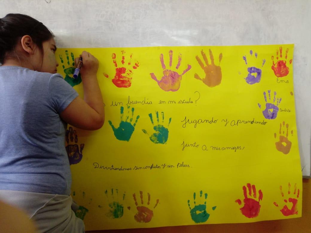 Estudiantes se preparan para el día de la Convivencia Escolar